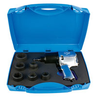 Odvrtač pneumatski 3/4 sa nasadnim ključevima, u plastičnoj kutiji