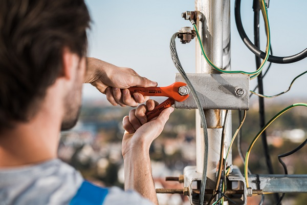 Akcija u avgustu - izolovani alat i alat za elektroniku