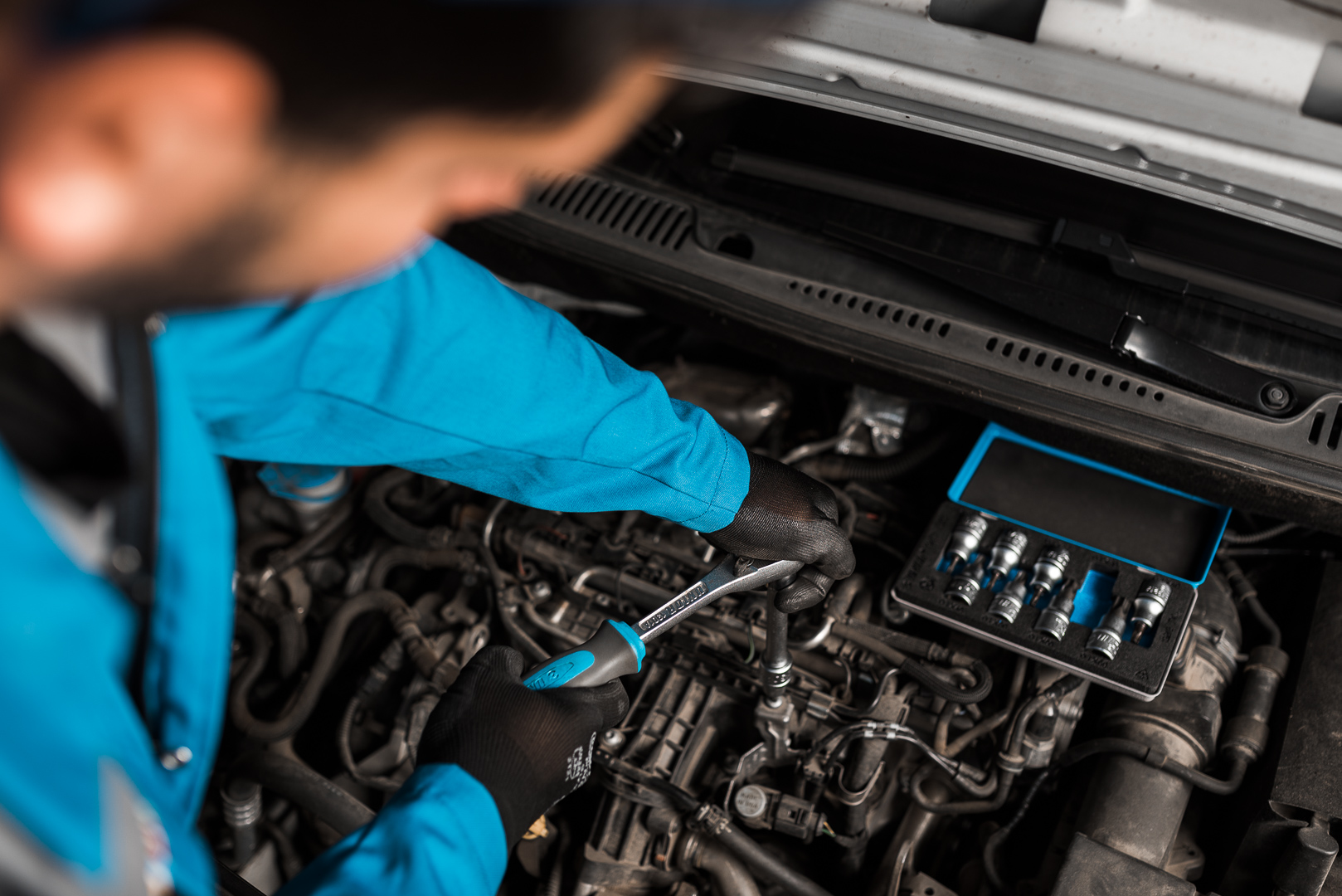 Akcija u oktobru - nasadni ključevi i alati za popravku automobila